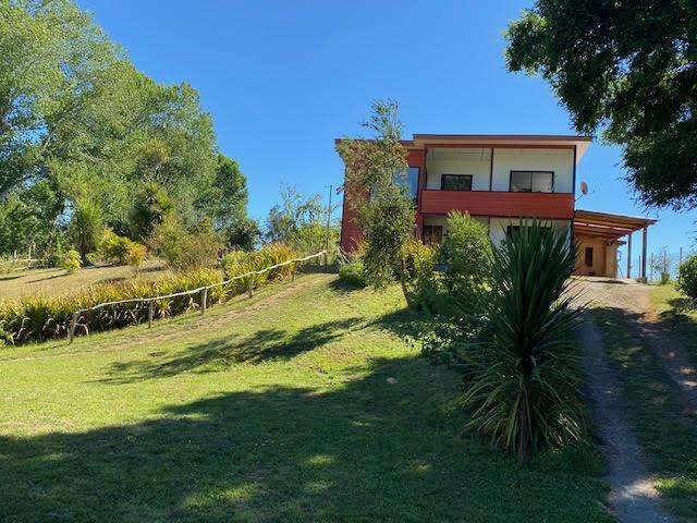 Parcela de 5030m2 con dos casas y piscina en Condominio Los Robles de Cayumapu , Valdivia