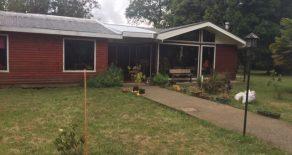 Se vende parcela con casa de 6 dormitorios en sector Las Parras, Valdivia